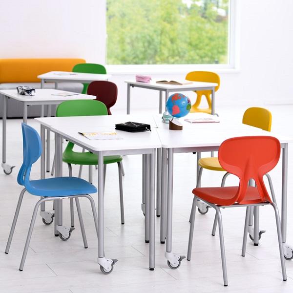 Školská miestnosť so stolmi Moove+ 2