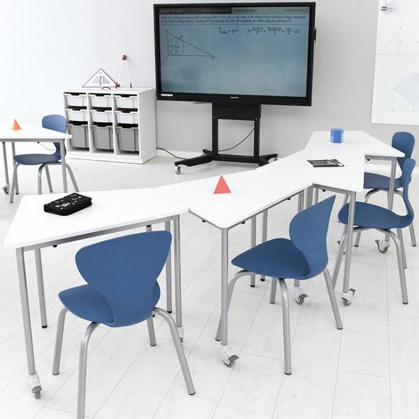 Školská miestnosť so stolmi Moove+