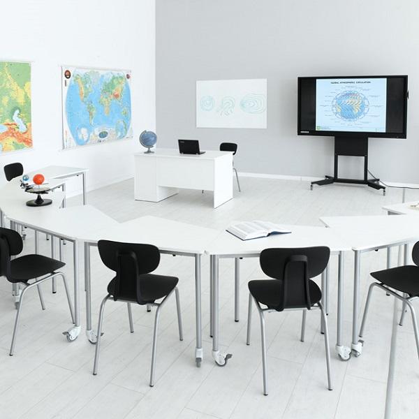 Školská miestnosť so stolmi Moove+ 1